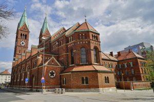 cerkev-s-samostanom1_1280